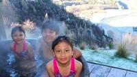 <p>Enaknya yang lagi berendam di air hangat. (Foto: Instagram/ @enricotambunan) </p>
