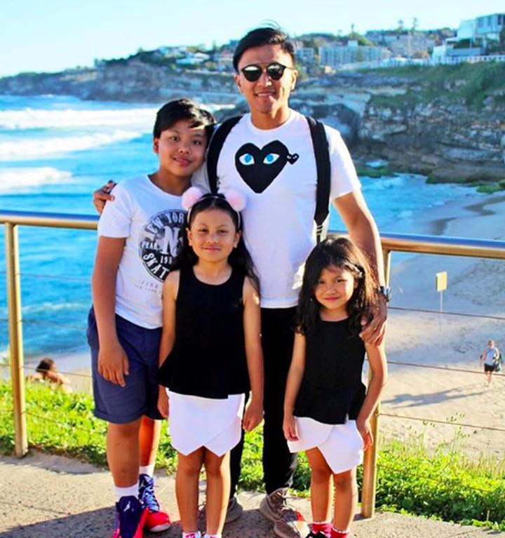 Ini dia tiga keponakan Denada yang manis-manis. Mereka adalah Nathan, Sydney, dan Karen.