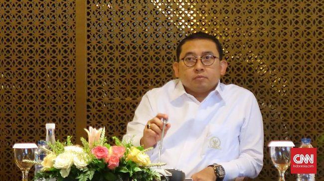 Fadli Zon mengkritik kinerja Kemendagri terkait proses perekaman data, pendistribusian, dan pengawasan pencetakan e-KTP.