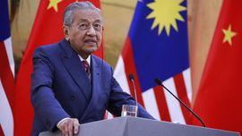 Mahathir Minta Maaf ke Rakyat Malaysia Usai Mengundurkan Diri