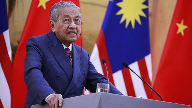 Perdana Menteri Malaysia Mahathir Mohamad melanjutkan proyek properti dan transportasi China bernilai US$34 miliar atau Rp400 triliun lebih di negaranya.