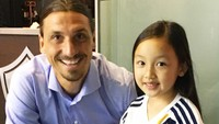Bahkan l pemain dunia Zlatan Ibrahimovic pun terpukau dengan suara Malea Emma lho. Keren. (Foto: Instagram/maleaemma)