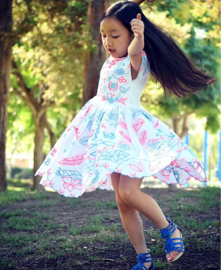 Malea Emma, bocah asal Indonesia yang viral setelah bernyanyi di pembukaan pertandingan bola di AS. Yuk, intip keseharian Malea Emma.