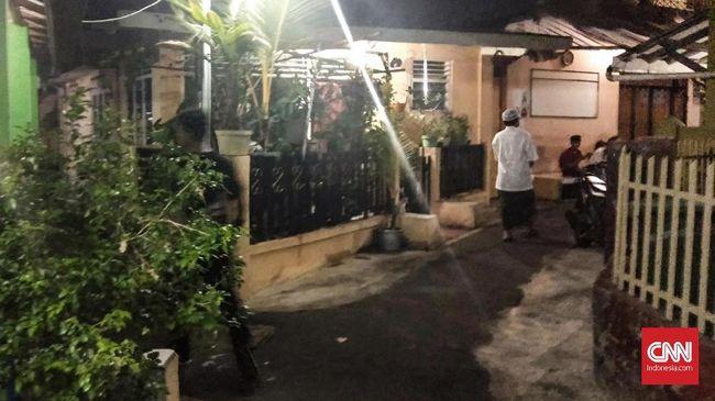 Saat ditelusuri alamat redaksi situs Skandal Sandiaga, penghuni rumah heran dan menyatakan tak pernah ada kantor media selama ini.
