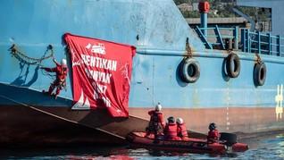 Aktivis Greenpeace Ditahan Tanker Minyak Sawit di Teluk Cadiz
