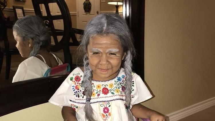 Film Coco punya makna sendiri untuk keluarga ini. Alhasil, sang ibu mendandani anaknya yang berusia 5 tahun menjadi tokoh 'Mama Coco'.