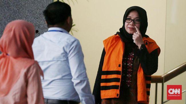 Dalam sidang dakwaan, Jaksa mengungkapkan sejumlah penerimaan oleh Eni Saragih yang diduga merupakan gratifikasi sebesar Rp5,6 miliar dan Sin$40 ribu.