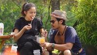 So sweet banget nggak sih, Bun, makan berdua begini. Foto: Instagram/putrimarino)