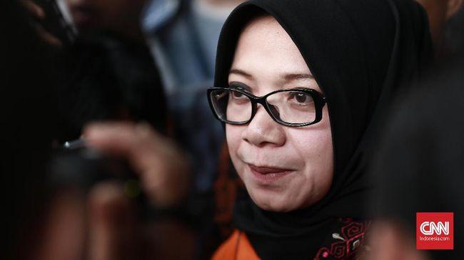KPK memeriksa Eni Saragih terkait dugaan korupsi soal pengurusan terminasi kontrak Perjanjian Karya Pengusahaan Pertambangan Batu Bara (PKP2B).