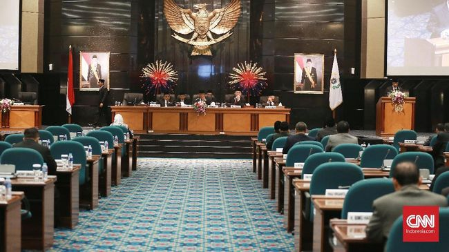 Kemendagri akan surati Pemprov DKI Jakarta karena telat menyerahkan Raperda APBD 2020. Belum ada sanksi atas keterlambatan itu.