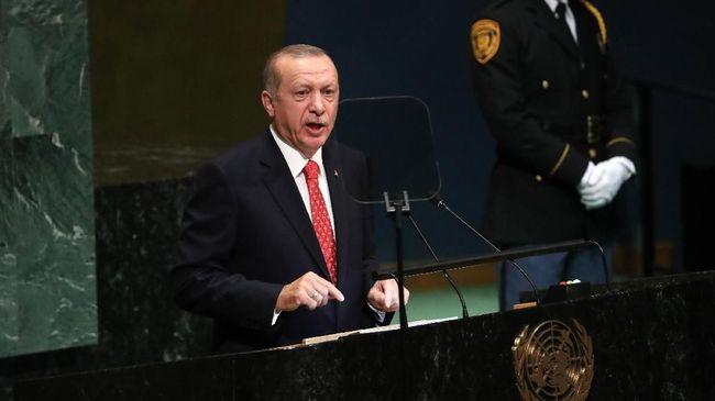 Presiden Turki Recep Tayyip Erdogan dengan tajam mengkritik penggunaan sanksi ekonomi