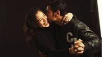 Kabar bahagia datang dari pasangan Chicco Jerikho dan Putri Marino nih, Bun. Pasalnya mereka kini sudah menjadi orang tua. (Foto: Instagram/putrimarino)