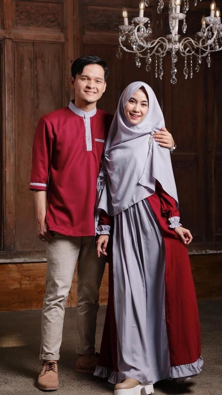 Setelah menikah Anisa dan Dito kerap tampil dengan mengenakan pakaian yang sama.