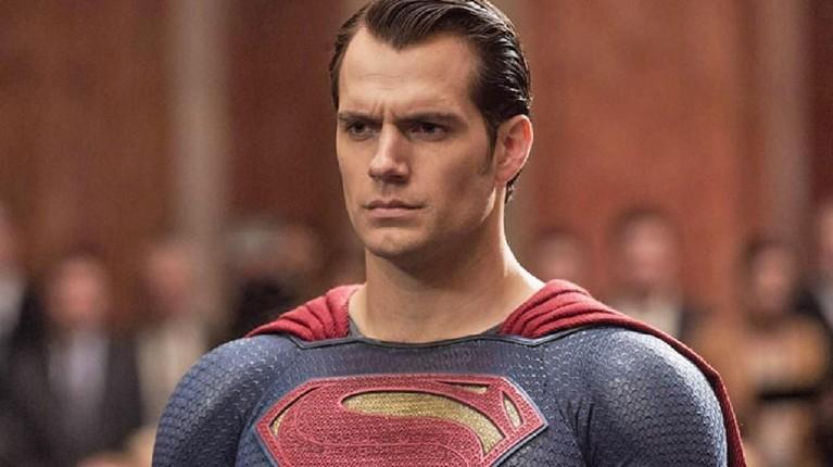 Namun, Henry kabarnya segera menanggalkan jubah Superman.