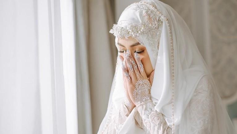Mantan personel Cherrybelle, Anisa, dan Dito telah melangsungkan pernikahan diMasjid Junudurrahman Kodiklat TNI AD, Bandung, Jawa Barat, Minggu (16/9).