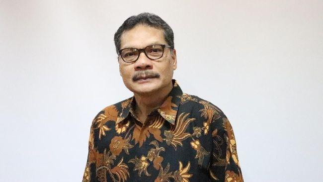 Bagi Iskandar Simorangkir, mengobati stress karena pekerjaan setumpuk bisa dilakukan dengan menonton pertandingan bola.