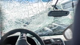 Iring-iringan Mobil Polisi Kecelakaan Beruntun di Jember