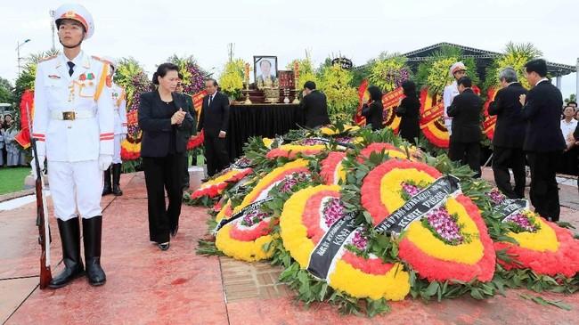 Vietnam menggelar upacara emosional untuk mengantar Presiden Tran Dai Quang ke tempat peristirahatan terakhirnya di Hanoi.
