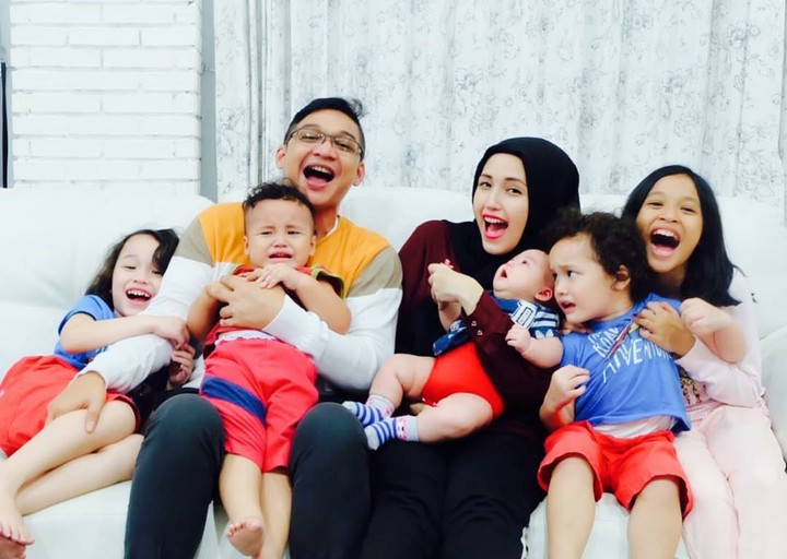 <p>Pasha yang menikahi Adelia Wilhelmina sejak 2011, kini sudah memiliki 4 buah hati yang manis-manis. (Foto: Instagram/pashaungu_vm)</p>