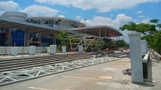 Setelah ditutup sementara, AirNav Indonesia mengeluarkan Notam menyatakan bandara Mutiara Sis Jufri kembali dibuka pada Minggu (30/9).
