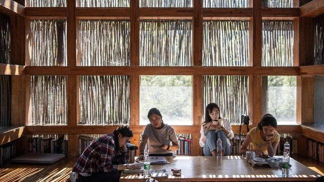 Sejumlah aktivis muda Marxisme di China yang mengkritik kebijakan pemerintah soal buruh satu-persatu hilang. Diduga mereka sengaja dibungkam pemerintah.