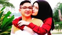 <p>Bahkan tak jarang Pasha 'Ungu' nggombalin sang istri di medsosnya. Termasuk merayu sang istri dengan caranya Dilan, he-he-he. (Foto: Instagram/pashaungu_vm)</p>