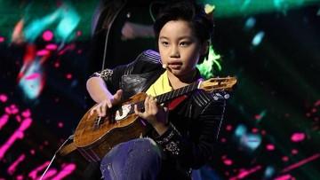 10 Potret Feng E, Bocah 11 Tahun yang Jago Main Ukulele