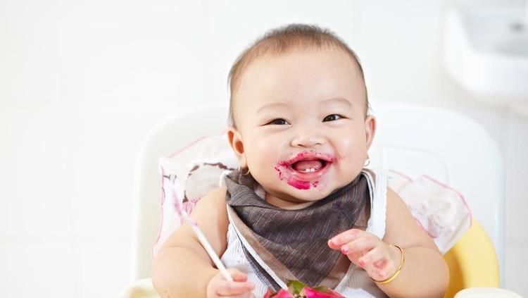 Jika si kecil tidak suka makan buah, Bunda harus tetap mencoba mengenalkan buah dengan cara menarik dan tetap sabar. Semangat, Bun!