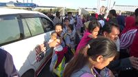 6fc9830f c062 4b04 9513 a508ca9cb14c 169 - Tiba di Makassar, Korban Gempa Palu Menangis Bertemu Keluarga