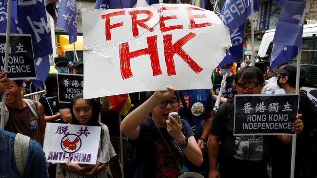 Ribuan orang pro demokrasi berunjuk rasa terhadap kebijakan Beijing yang melakukan pelarangan parpol di Hong Kong.