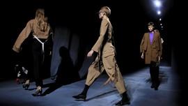 FOTO: 'Peleburan' Pria dan Wanita Gaya Givenchy
