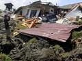 Tim Evakuasi Gempa Temukan Belasan Mayat di Gundukan Tanah