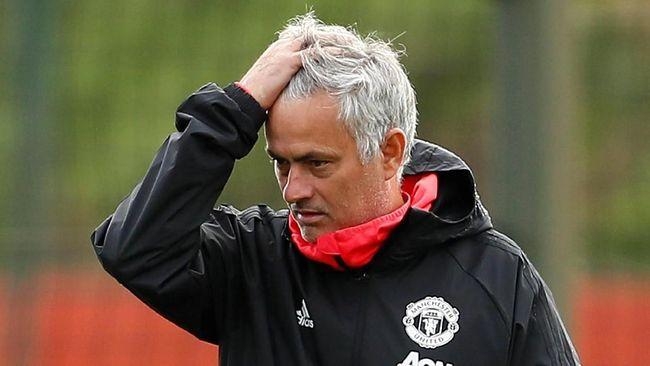 Manajer Manchester United Ole Gunnnar Solskjaer mendoakan mantan arsitek tim tersebut, Jose Mourinho, untuk segera mendapatkan pekerjaan baru melatih klub.