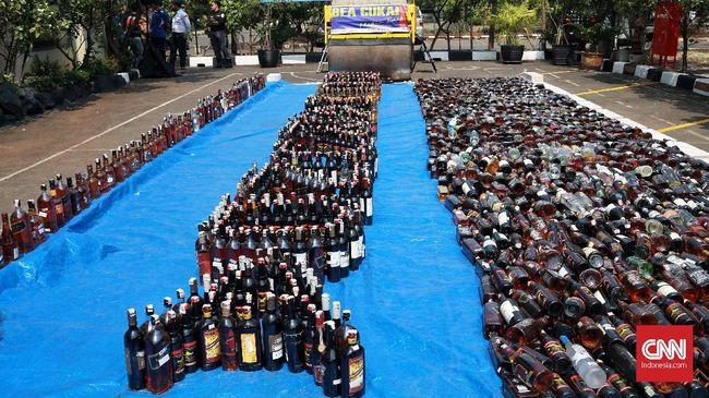 Minuman keras yang dijadikan bahan pembuatan hand sanitizer adalah sitaan. Pembersih tangan itu akan dibagikan gratis ke masyarakat.