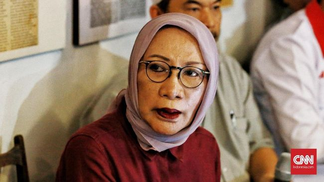 Imigrasi menegaskan aktivis Ratna Sarumpaet telah dicegah ke luar negeri. Polisi dan imigrasi bandara Soekarno-Hatta menangkap Ratna, Kamis (4/10).