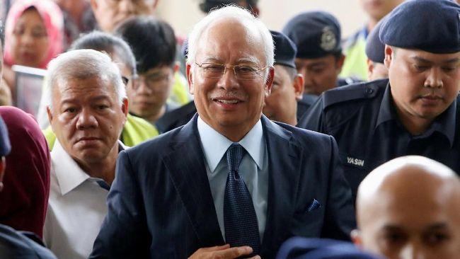 Najib Razak kembali menjadi bahan pergunjingan di jejaring sosial setelah mantan PM Malaysia itu terlihat muncul sebagai 'kameo' dalam serial drama Korea.