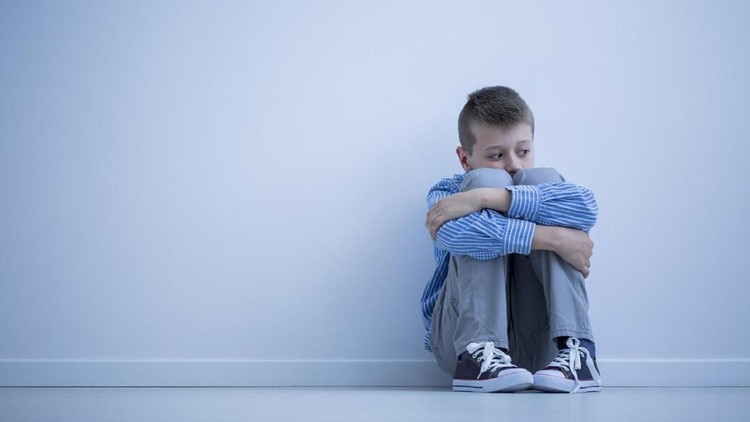 Ada orang tua yang sengaja mendidik anaknya dengan keras. Lantas, apa dampaknya ketika orang tua mendidik anak terlalu keras?