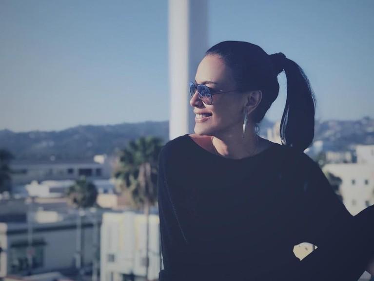 Aktris senior Sophia Latjuba, kini telah berusia 48 tahun. Hampir memasuki kepala lima,mantan kekasih Ariel Noah inimemang selalu tampil cantik seperti anak muda di setiap kesempatan.
