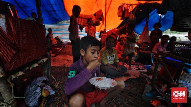 Santap Bersama Keluarga dan Nikmat Mi Instan di Pengungsian