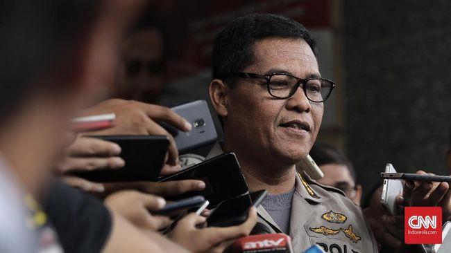 Polisi menangkap dua buronan pengroyok anggota TNI di Cibubur, Senin (10/12) lalu, yakni IH dan SR di kawasan Depok, Jawa Barat.