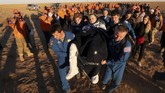 The Soyuz MS-08 kembali ke bumi membawa awak Drew Feustel, Ricky Arnold, dan Oleg Artemyev. Mereka telah menyelesaikan misi 197 hari di luar angkasa.
