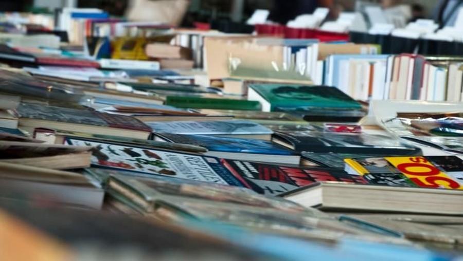 Manfaat Mengajak Anak ke Bazar Buku