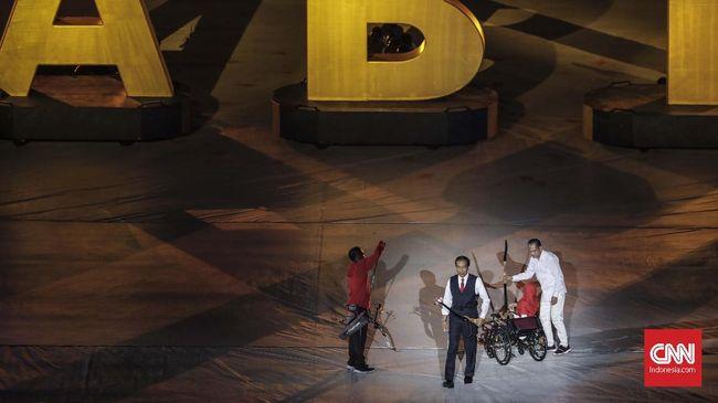 Aksi Presiden Jokowi memperagakan bahasa isyarat dalam pembukaan Asian Para Games 2018 membuat penyandang tunarungu terharu.