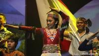 <p>Selain lagu-lagu bertema keluarga dan sahabat, Naura juga menyanyikan lagu bertema Indonesia. Serunya ketika Naura menyanyi sambil menarikan beberapa tarian tradisional. </p>