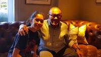 <p>Happy-nya Aburizal Bakrie saat sarapan bareng cucu tercinta yang tinggal di London. (Foto: Instagram/ @aburizalbakrie.id)</p>