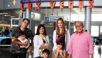 <p><em>Family time</em>. Aburizal Bakrie dan istri, serta anak, mantu, dan cucu tercinta liburan di Las Vegas, Amerika Serikat. (Foto: Instagram/ @ardibakrie) </p>
