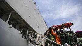 FOTO: KRI Soeharso Bantu Rawat Korban Gempa Palu