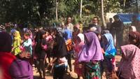 <p>Mahfud MD saat menghibur anak-anak korban gempa Lombok beberapa waktu lalu. (Foto: Twitter/ @mohmahfudmd)</p>