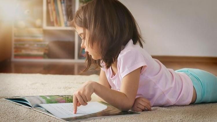 Agar anak suka membaca buku, ada tiga cara yang bisa dilakukan orang tua. Apa aja?