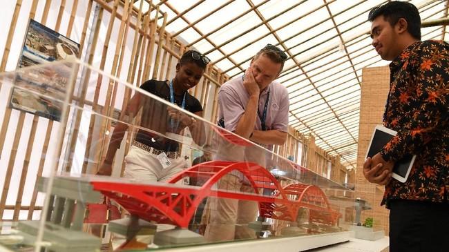 Pertemuan IMF-Bank Dunia digunakan pemerintah untuk menunjukkan keindahan sekaligus memerkan proyek-proyek yang tengah di bangun melalui Paviliun Indonesia.